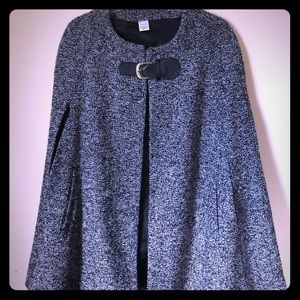 Black and white Liz Claiborne cape